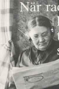 Sofia lyssnar på radio ca 1920