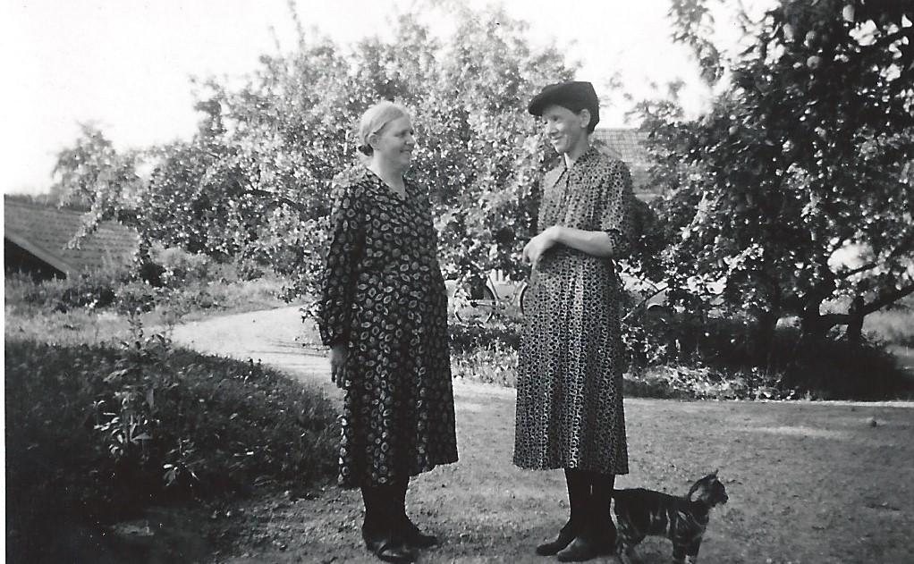 Gunhild och Agda ca 1937