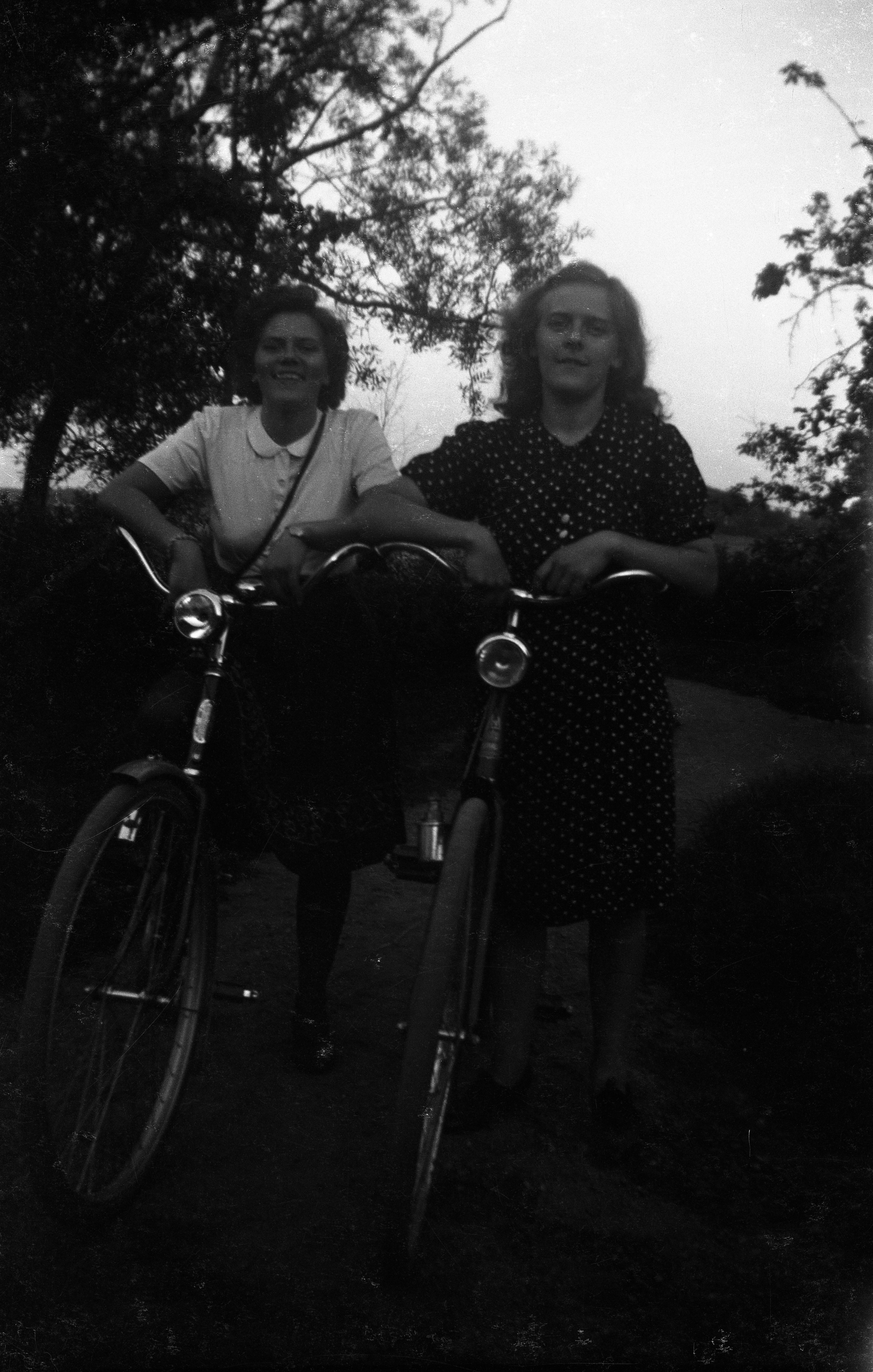 Valbor och Dalia med nya cyklar
